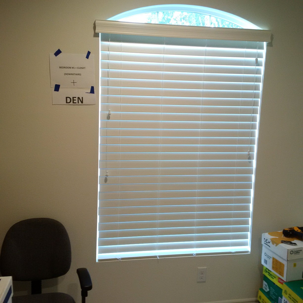 Horizontal Blind Under Small Arch